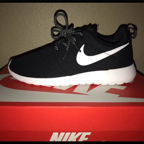 size 40 5b76f a3dbd WOMENS NIKE ROSHE ONE NEVER WORN